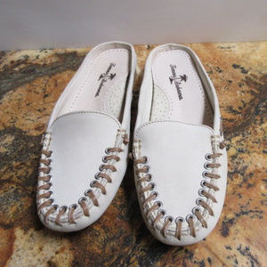 TOMMY BAHAMA CREAM LOW SLIP ON DRIVING SHOES 7.5M